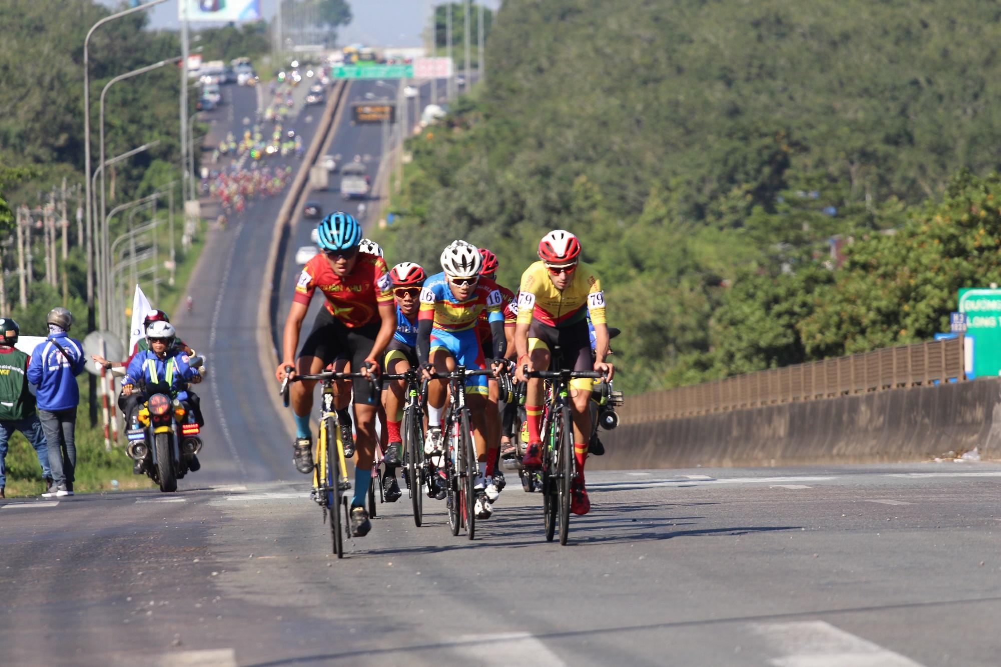 Hình ảnh: Giải xe đạp Nam Kỳ Khởi Nghĩa 2020: Hấp dẫn chặng đầu số 4