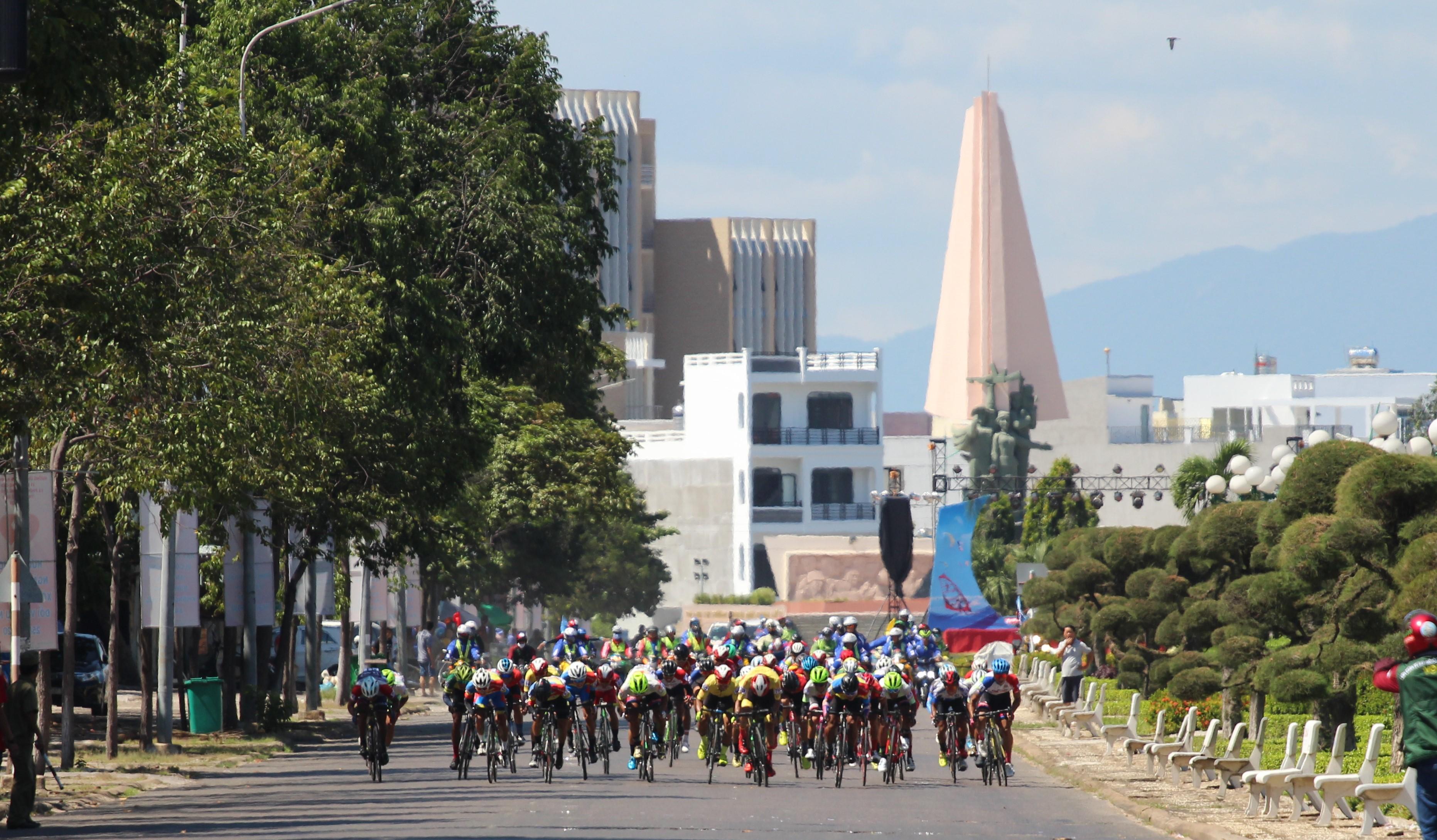 Hình ảnh: Giải xe đạp Nam Kỳ Khởi Nghĩa 2020: Hấp dẫn chặng đầu số 5