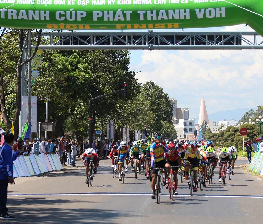Hình ảnh: Giải xe đạp Nam Kỳ Khởi Nghĩa 2020: Hấp dẫn chặng đầu số 6