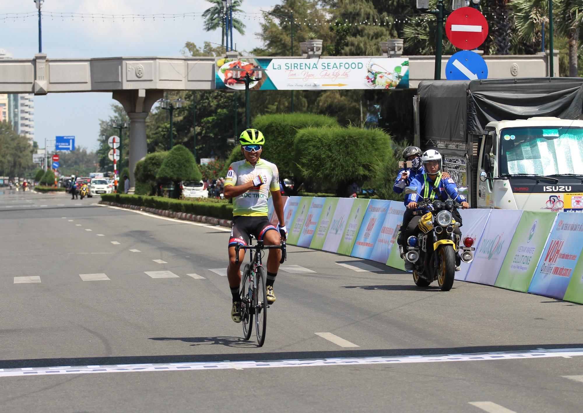 Hình ảnh: Giải xe đạp Nam Kỳ Khởi Nghĩa 2020: Ấn tượng tay đua trẻ Nguyễn Huỳnh Đăng Khoa số 4