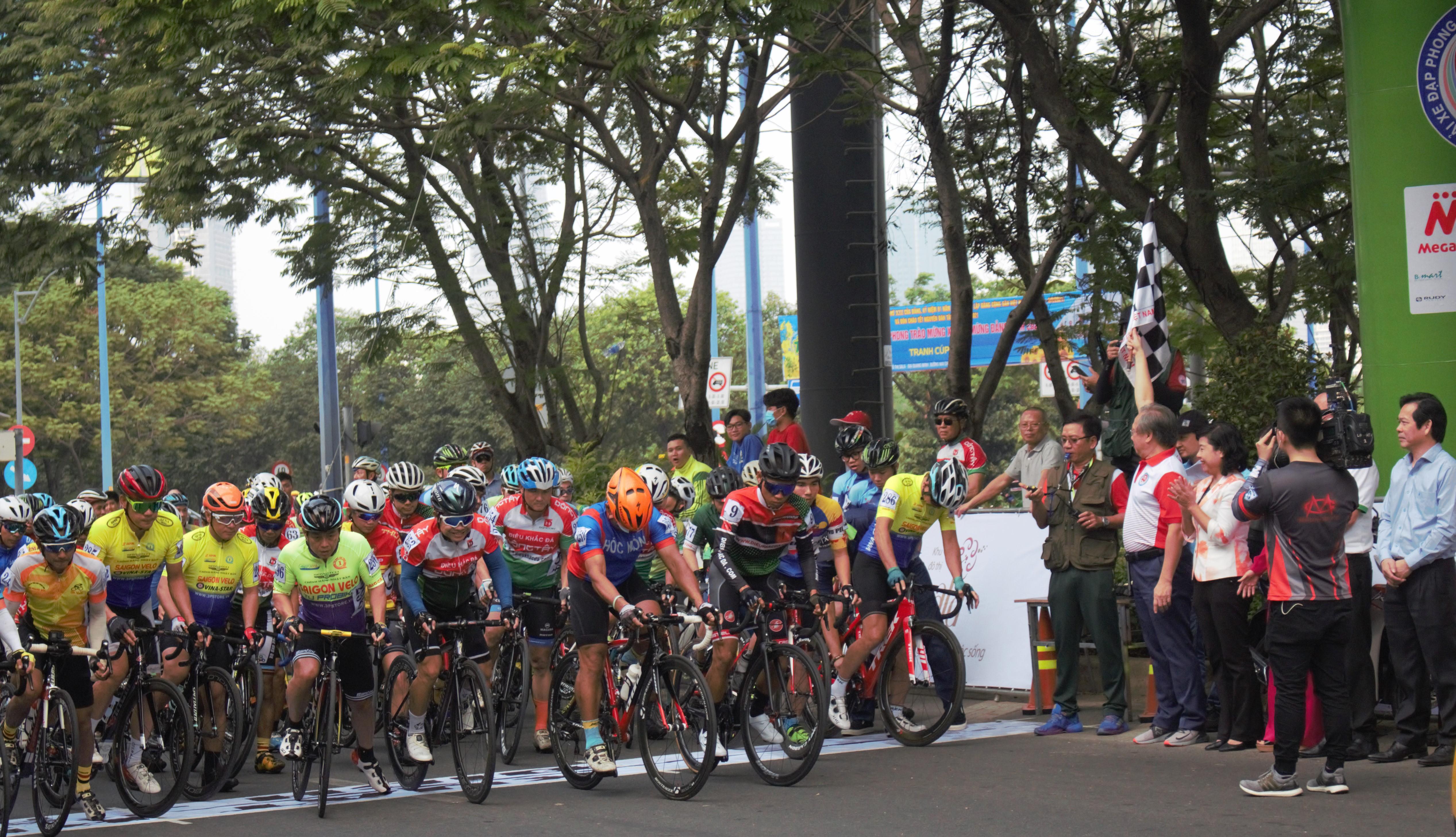 Hình ảnh: Sôi nổi giải xe đạp phong trào mừng Đảng - mừng Xuân Tân Sửu 2021 số 2