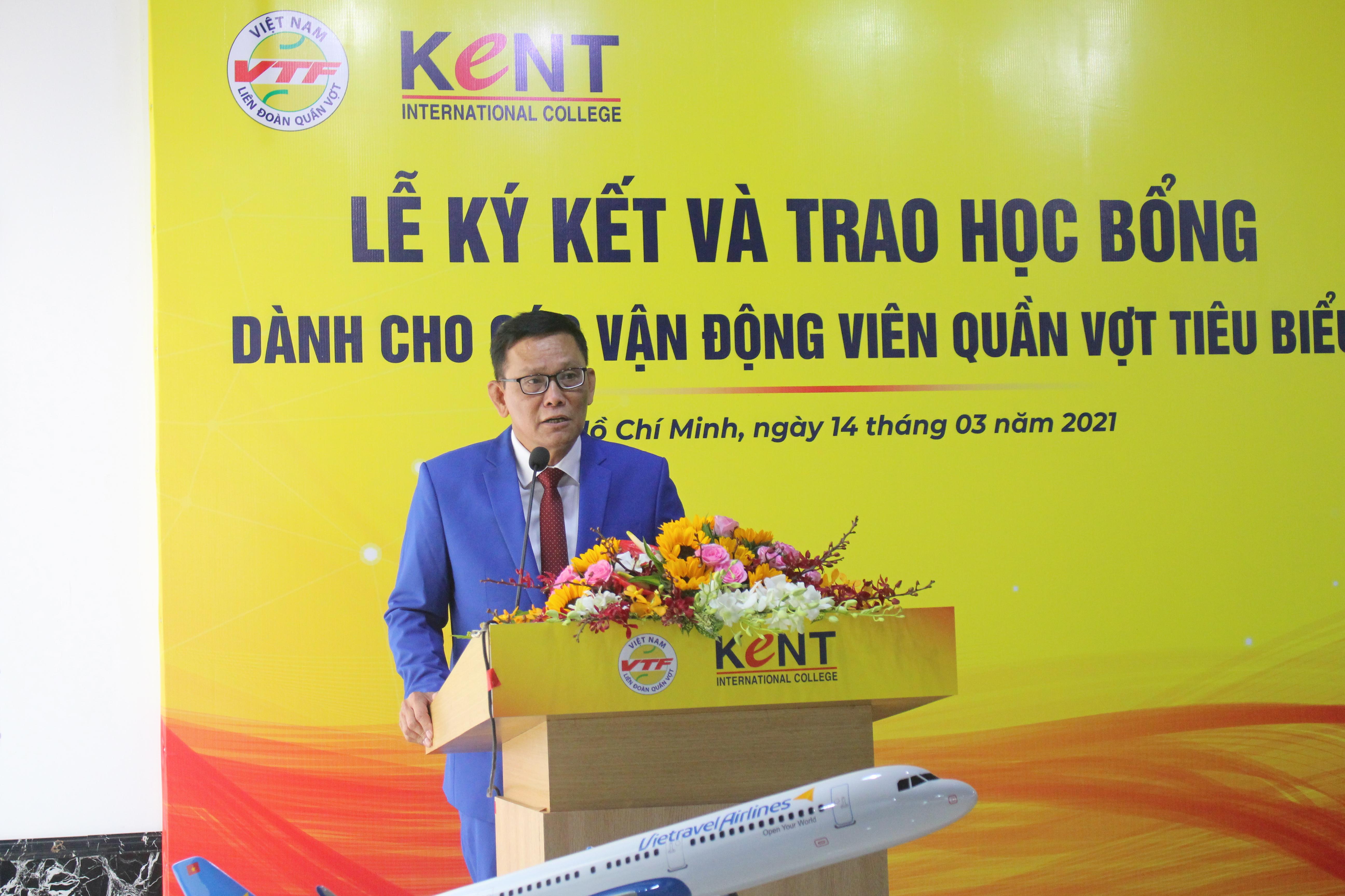 Hình ảnh: Lý Hoàng Nam cùng 3 VĐV quần vợt nhận học bổng của trường Cao đẳng Quốc tế Kent số 4