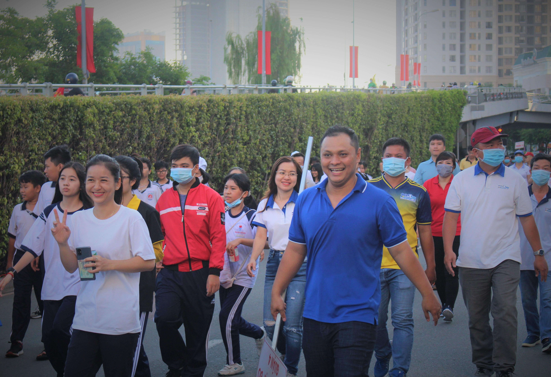 Hình ảnh: Quận 4: Nhộn nhịp ngày đi bộ truyền thống gây quỹ khuyến học lần XV số 9
