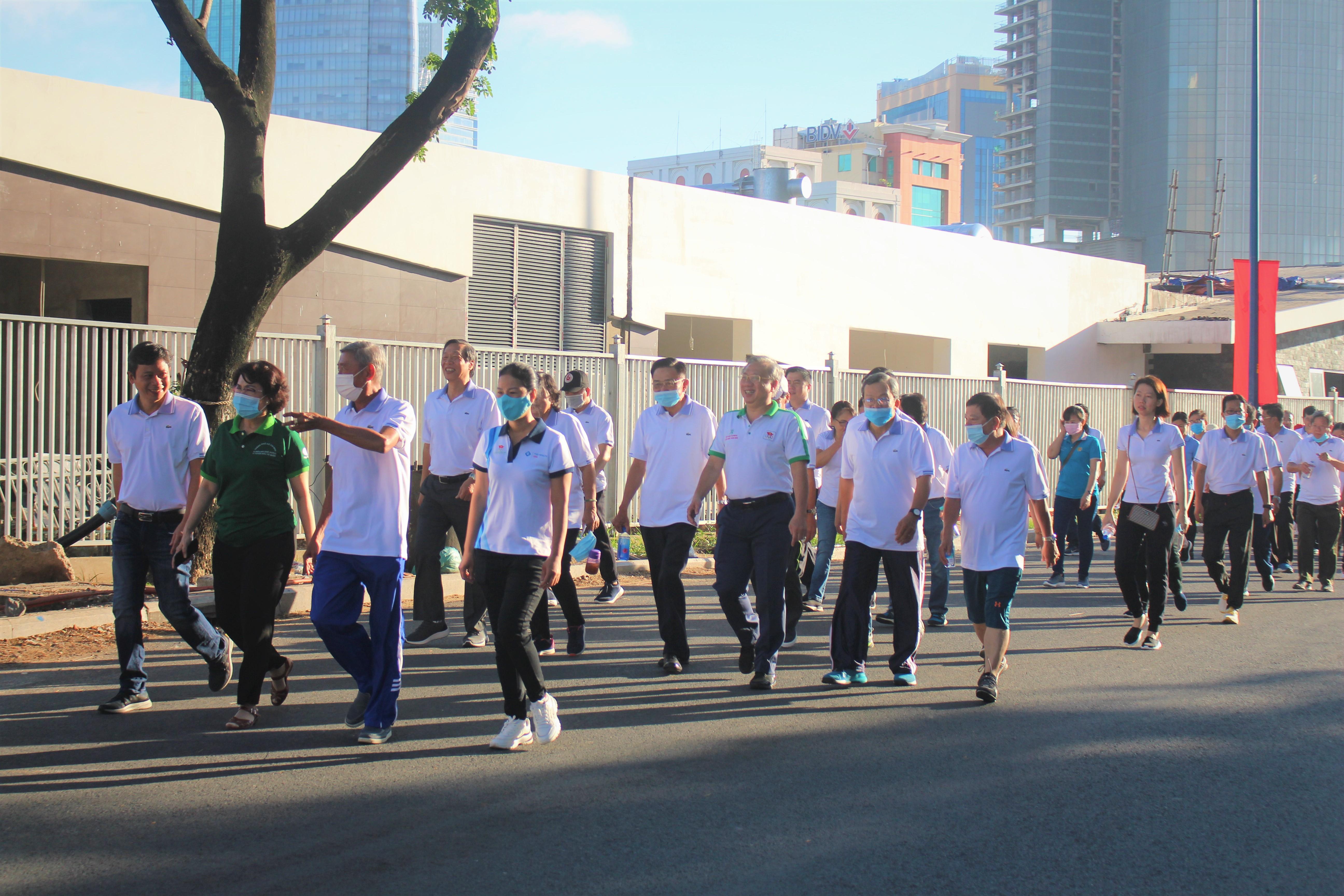 Hình ảnh: Quận 4: Nhộn nhịp ngày đi bộ truyền thống gây quỹ khuyến học lần XV số 8