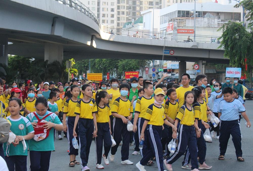 Hình ảnh: Quận 4: Nhộn nhịp ngày đi bộ truyền thống gây quỹ khuyến học lần XV số 11