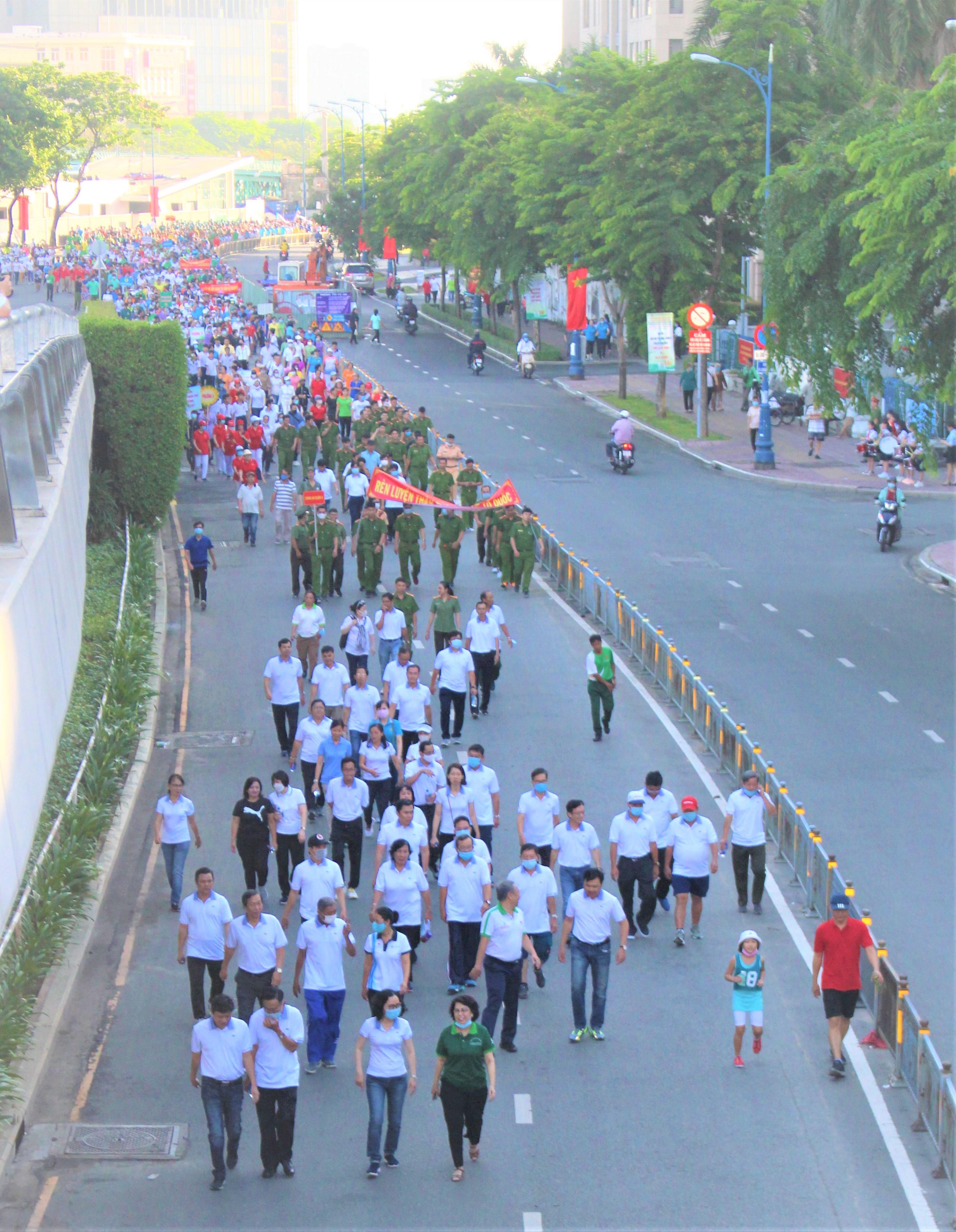 Hình ảnh: Quận 4: Nhộn nhịp ngày đi bộ truyền thống gây quỹ khuyến học lần XV số 12