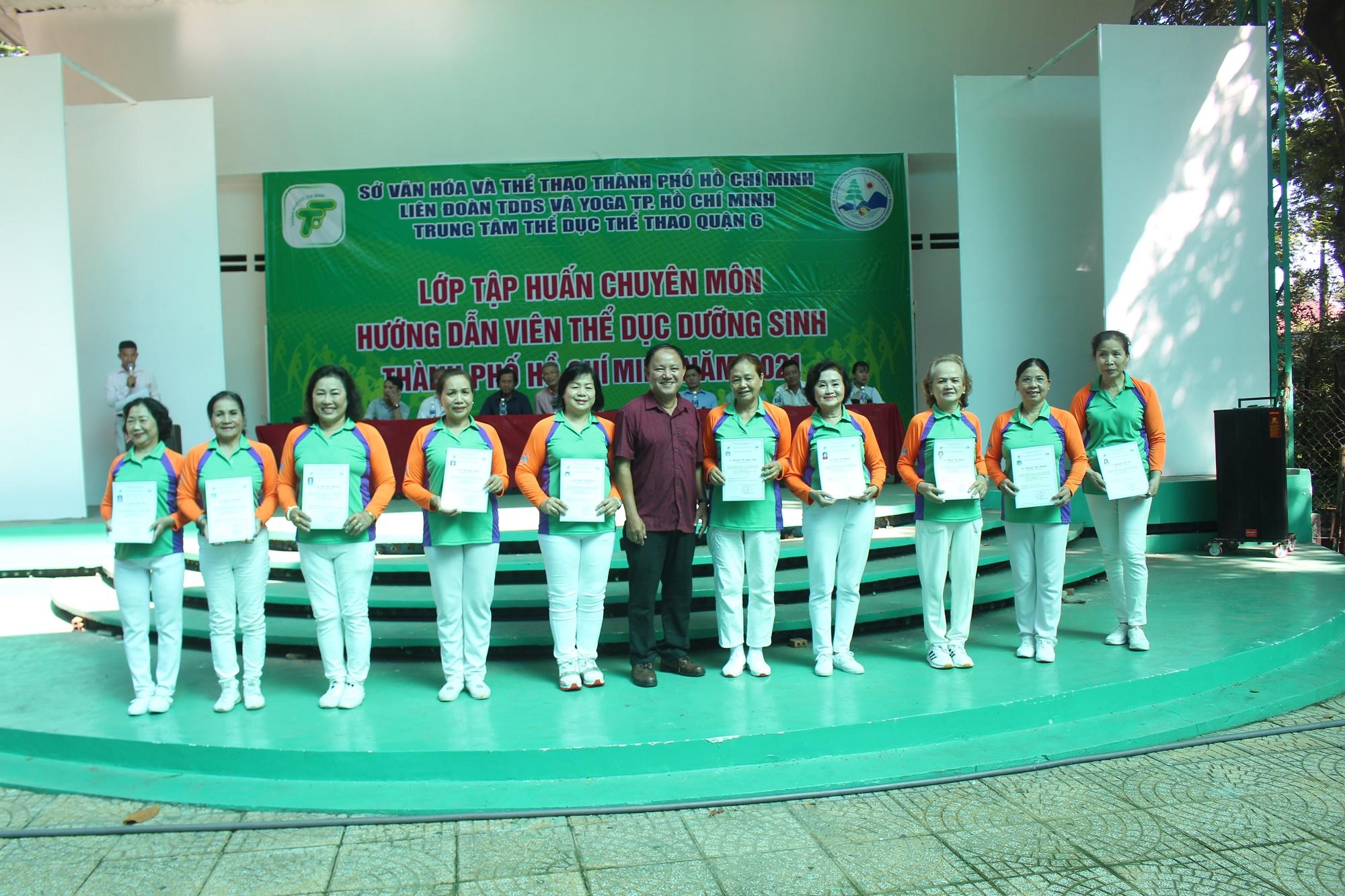 Hình ảnh: Bế giảng lớp tập huấn chuyên môn Hướng dẫn viên TDDS TP.HCM 2021 số 4